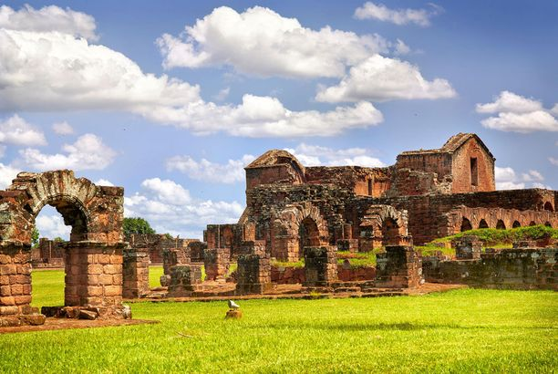 Jesuiittojen tukikohdan rauniot ovat Unescon maailmanperintökohde.