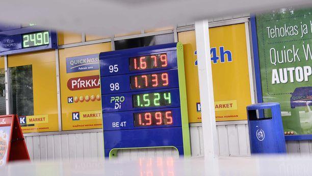 Pääkaupunkiseudun hinnat ovat nyt korkealla, mutta eivät ensimmäistä kertaa. Tämä kuva on vuodelta 2012. Paikka Eläintarhan Neste Oil, Helsinki.