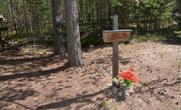 Venäjän Karjalassa sijaitsevassa Sandarmohin joukkohaudassa on Stalinin vainojen uhreja, joukossa satoja suomalaisia.