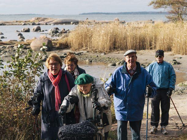 Valtakunnallinen iäkkäiden ulkoilupäivä Helsingistä vuonna 2013.