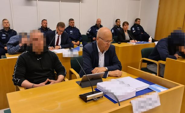 21-vuotias mies ei yrittänyt peittää kasvojaan oikeudessa.