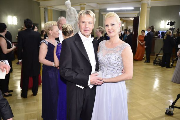 Kuvassa Matti Nykänen ja Pia Talonpoika Linnan juhlissa vuonna 2015.