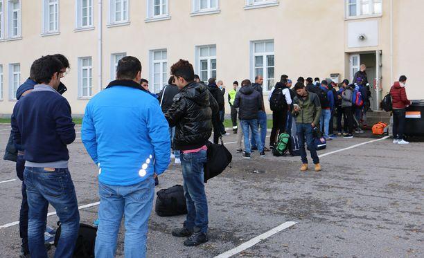 Turvapaikanhakijoita syyskuussa otetussa kuvassa Torniossa.