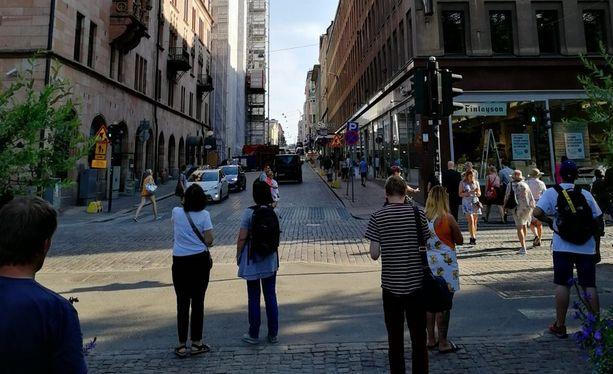 Operaatio herättää huomiota Helsingin keskustassa.