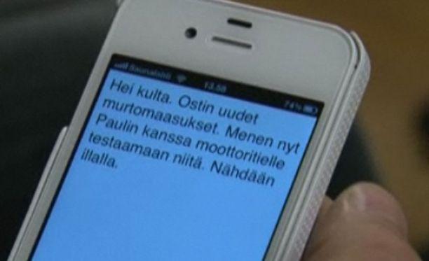 Dragon Dictation tuottaa puheesta kirjoitettua tekstiä selvällä suomenkielellä.