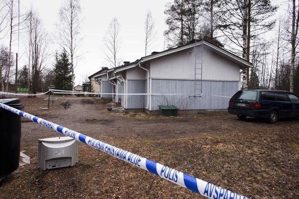 Viittä ihmistä epäillään naisen murhasta Kajaanissa.