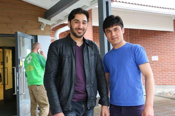 Rahimi Zabihullah ja Rahmani Gheibail osallistuivat Vallinkorvan vastaanottokeskuksessa Trust-hankkeen koulutukseen, Rahimi opettajana ja Rahmani opiskelijana.