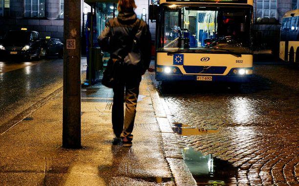 Vauvansa kanssa liikkunut äiti kokee tulleensa kuljettajan nöyryyttämäksi bussimatkalla Helsingin keskustasta Vantaan Kartanonkoskelle (arkistokuva).