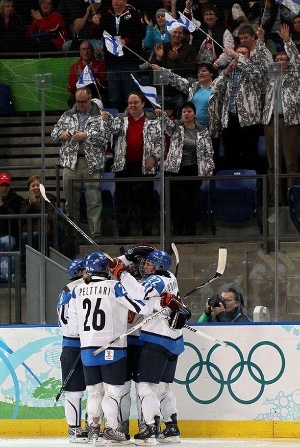 Kanadaan matkannut suomalaisyleisö sai ensimmäistä kertaa aiheitta tuuletukseen.