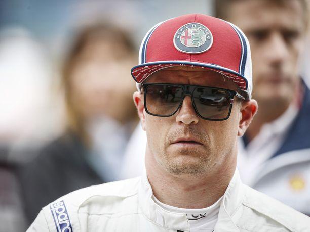 Kimi Räikkönen nousi F1-sarjaan Sauberilla vuonna 2001. 21-vuotias suomalainen tuli heti hyvin juttuun itseään 13 vuotta vanhemman Beat Zehnderin kanssa.