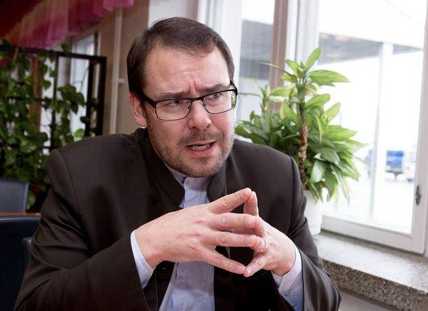 SDP:n puoluesihteeri Reijo Paananen katsoo, että eurokriisin epävarmuus painaa vasemmiston kannatusta. Asia ei ole aivan niin yksinkertainen.