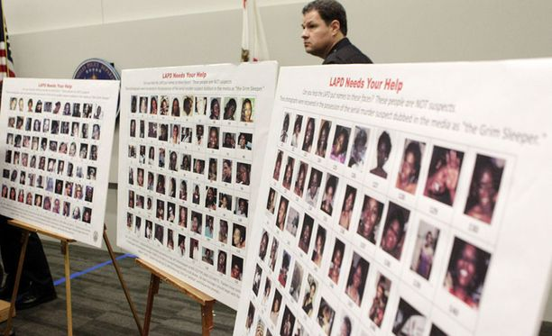 """Poliisi julkaisi vuonna 2010 180 kuvaa, joissa esiintyy noin 160 """"Grim Sleeperin"""" uhreiksi epäiltyä naista."""