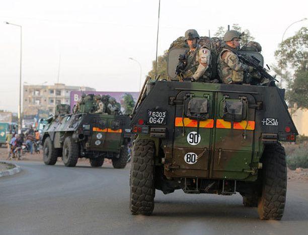 Ranskalaisjoukot ovat jo lähellä maasotaa Malissa.