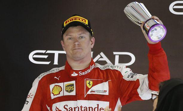 36-vuotias Kimi Räikkönen ajaa Ferrarilla vielä ainakin ensi kauden.