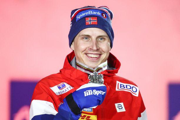 Simen Hegstad Krüger on juhlinut jo kahta MM-hopeaa. Paikka viestijoukkueeseen ei silti irronnut.