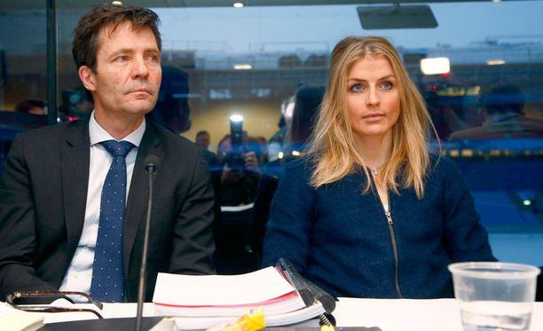 Therese Johaug ja hänen asianajajansa Christian B. Hjort todistelevat hiihtäjän syyllisyytä kaksipäiväisessä kuulemisessa Oslossa.