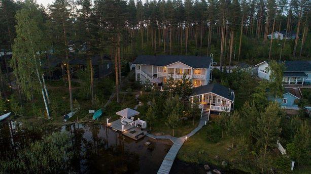 Millainen on suomalaisten unelma-asunto? Vastaus saattaa löytyä kuvasta. On rantasaunaa, oma laituri ja suuri tontti.