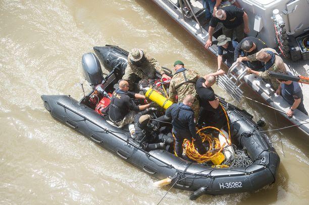 Pelastusoperaatio oli vaikea, sillä Budapestissä on viime päivinä satanut rankasti.