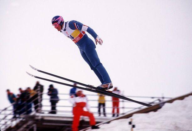 Eddie Edwardsin tyylinäyte Calgaryn olympialaisissa vuonna 1988. Eddie sijoittui kisoissa viimeiseksi.