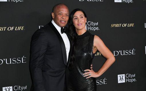 """Ex-puolison hurja väite: """"Dr Dre piti asetta ohimollani"""" - muusikko kiistää"""