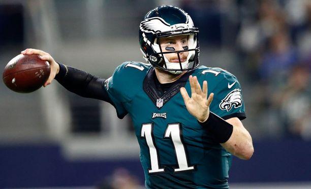 NFL-tähti Carson Wentz antoi kovia paketteja joukkuekavereilleen.