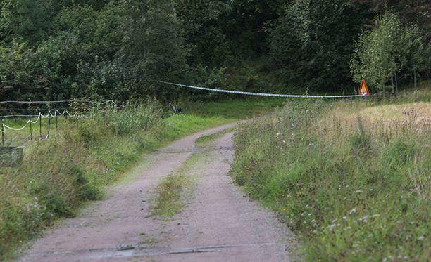Poliisi eristi murhatun naisen kotitalon ympäristön Loviisan Koskenkylässä.