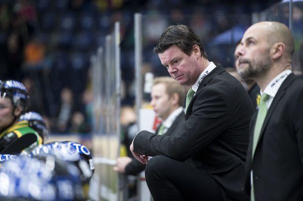Pitkäaikainen Ilves-valmentaja Jouko Myrrä (oik.) perii liigajoukkueen päävalmentajan paikan Karri Kiveltä. Myrrä sai kahden vuoden sopimuksen.