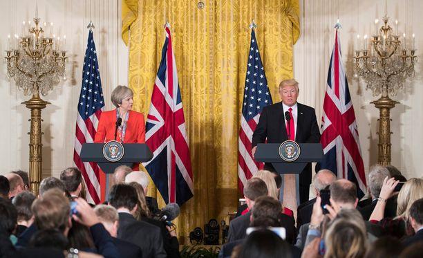 Britannian pääministeri Theresa May ja Yhdysvaltain presidentti Donald Trump pitivät perjantaina tiedotustilaisuuden.