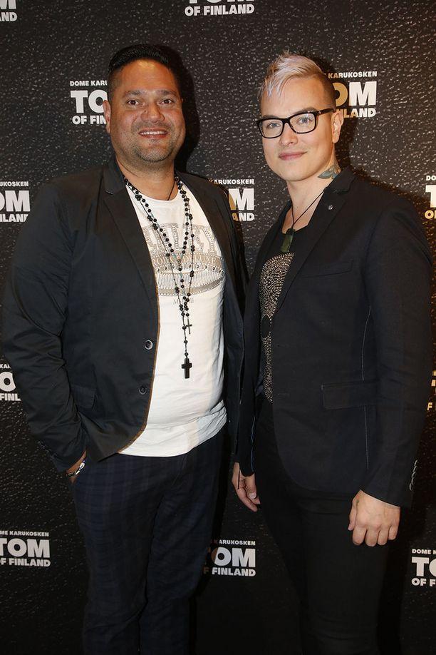 Erney Peterson ja Niko Helenius edustivat yhdessä Tom of Finland -elokuvan ensi-illassa.