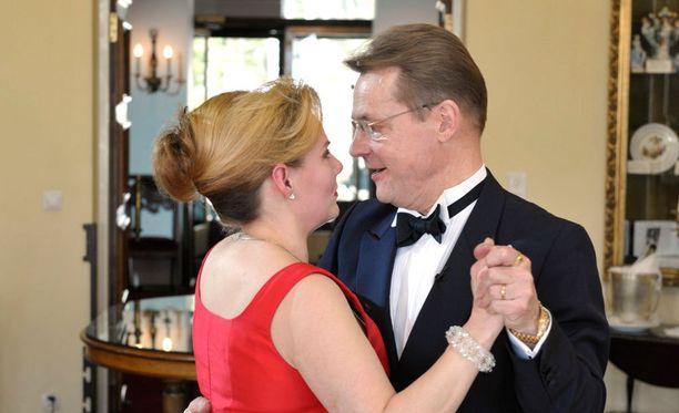 Mikkonen vietti kahdeksatta hääpäivää Nina-vaimonsa kanssa vuonna 2009.