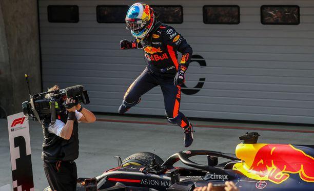 Daniel Ricciardo tuuletti Kiinan GP:n voittoa riehakkaasti.