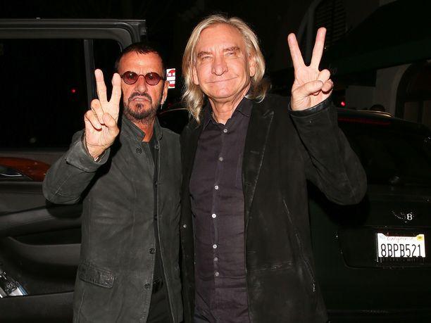 Ringo Starrin (vasemmalla) syntymäpäiväkonsertissa esiintyi muun muassa Eagles-muusikko Joe Walsh.