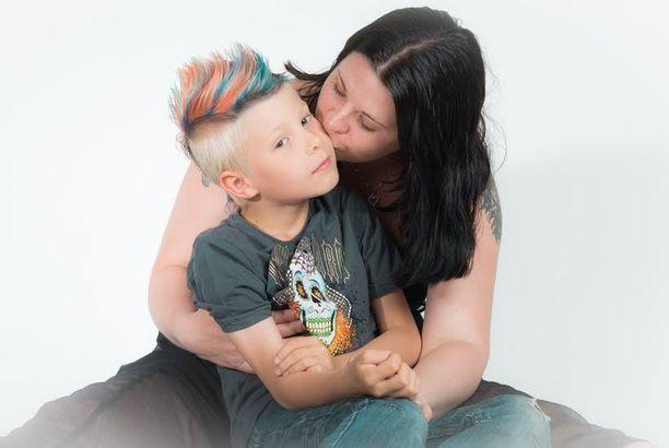 Janina Heina, 33, on ollut 9-vuotiaan Jimmy-poikansa yksinhuoltaja siitä lähtien, kun poika oli neljäkuukautinen.