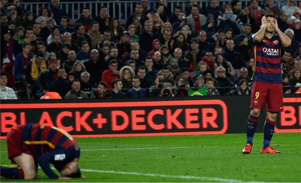 Leo Messin (vas.) ja Luis Suárezin elekieli kertoo rajusta pettymyksestä.