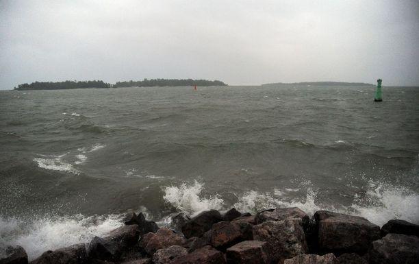 Ilmatieteen laitos on antanut voimakkaista aalloista varoituksen. Kuvituskuva.