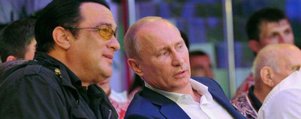 Iltalehti otti selvää, mikä yhdistää toimintasankari Steven Seagalia ja Venäjän presidentti Vladimir Putinia.