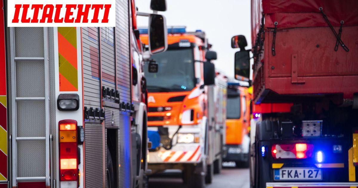 Bussi suistui tieltä Joroisissa – 11 koululaista evakuoitiin ikkunoiden kautta