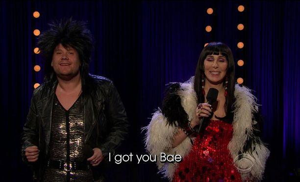 Legendaarinen poplaulaja Cher päivitti I Got You Babe -klassikkohittinsä James Cordenin kanssa tämän keskusteluohjelmaa varten.