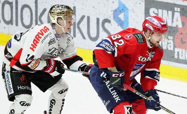 HIFK:n Jarkko Malista pudotuspeleissä ahdistellut JYPin Antti Suomela teki ensi kaudeksi sopimuksen HIFK:n kanssa, mutta lähteekin NHL:ään San Jose Sharksin riveihin.