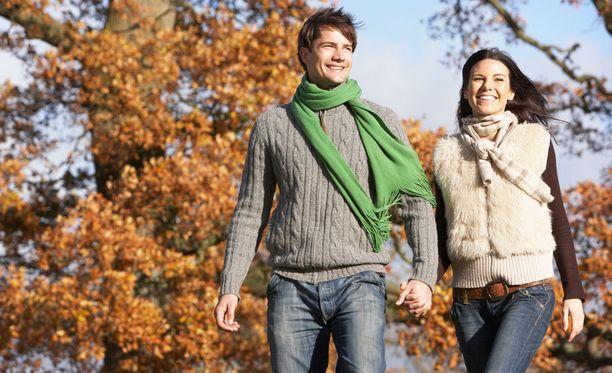 Säännölliset kävelylenkit kannattaa ottaa tavaksi.