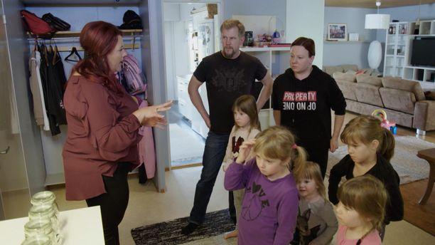 Supernanny luo uudet säännöt Mattilan perheelle.