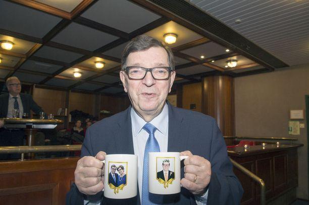 Keskustan kunniapuheenjohtaja Paavo Väyrysen toiminta saa tylyn tuomion keskustan pää-äänenkannattajalta Suomenmaalta.