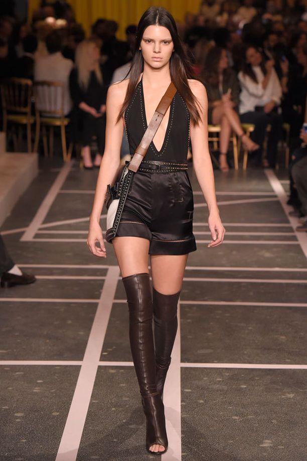Kendall on astellut muiden muassa Givenchyn...