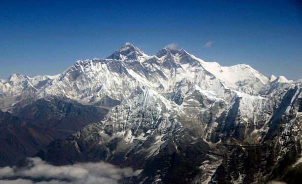 Maanjäristys synnytti Mount Everestillä kaaoksen.