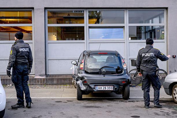 Poliiseja Yasarin ampumapaikalla Kööpenhaminassa.