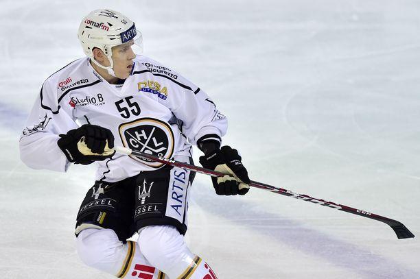 HC Luganon puolustaja  Atte Ohtamaa sai sakot fimaamisesta.