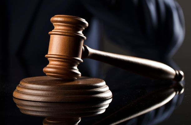 42-vuotias nainen tuomittiin pahoinpitelystä päiväsakkoihin. Kuvituskuva.