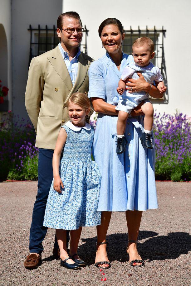 Kruununprinsessa perheineen tunnetaan ulkoilun ja urheilun ystävinä.