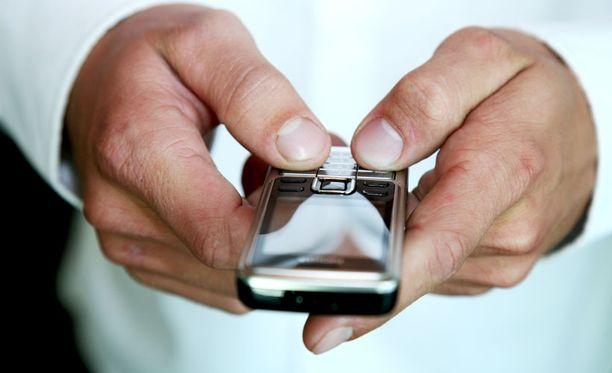 Tutkimuksen mukaan tekstiviestillä on helpompi valehdella kuin kasvokkain tai videolla kommunikoidessa.