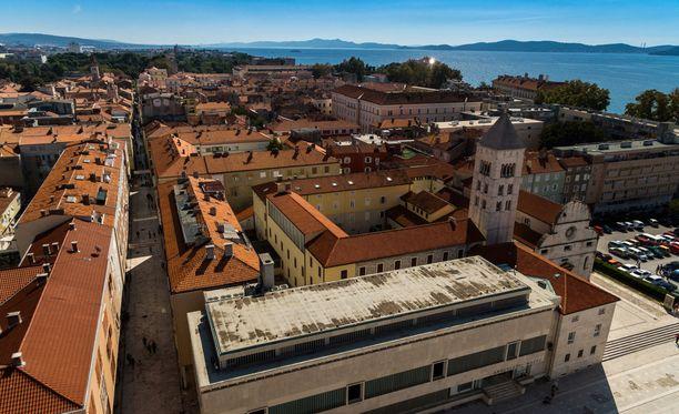 Lpaset toimitettiin sairaalaan Zadarin rannikkokaupunkiin. He eivät ole enää hengenvaarassa.